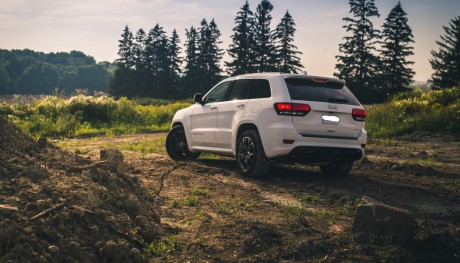 Jeep Grand Cherokee SRT8 6.4 white rear